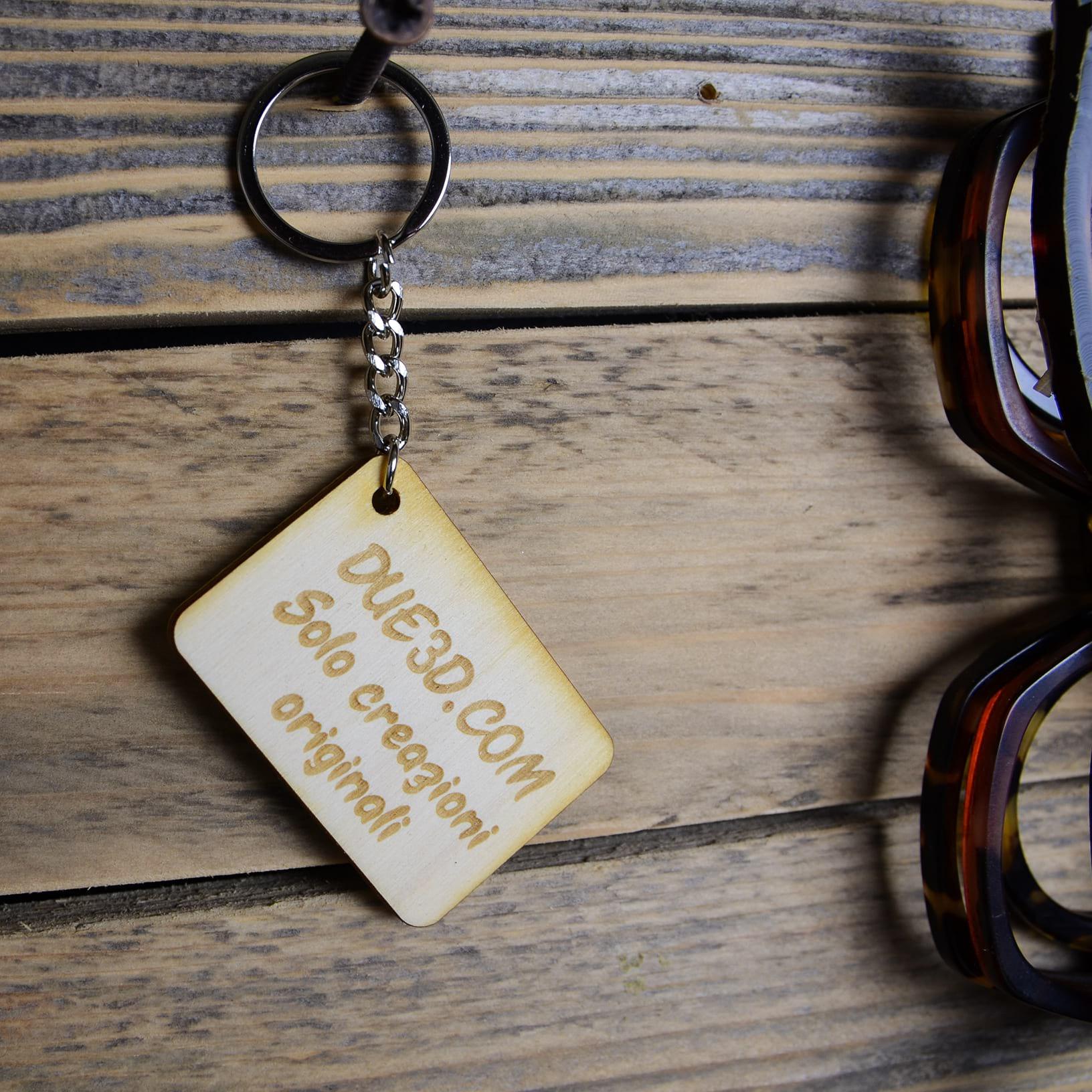 Portachiavi in legno inciso personalizzato